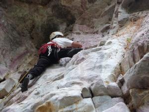 Inaugurando a via Bat Caverna (5°) em móvel na Serra da Camonga